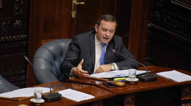 """Senador Delgado marca doble discurso de Cosse por tarifas: """"Ahora nadie se hace cargo"""""""